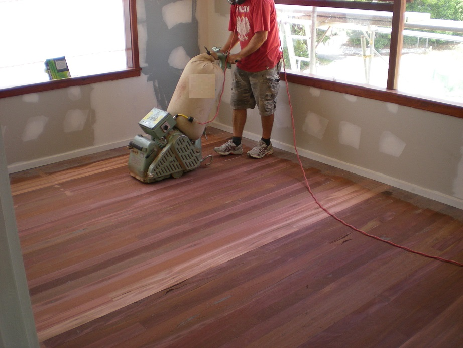 Why Sanding and Polishing Is Necessary for Wooden Floorings